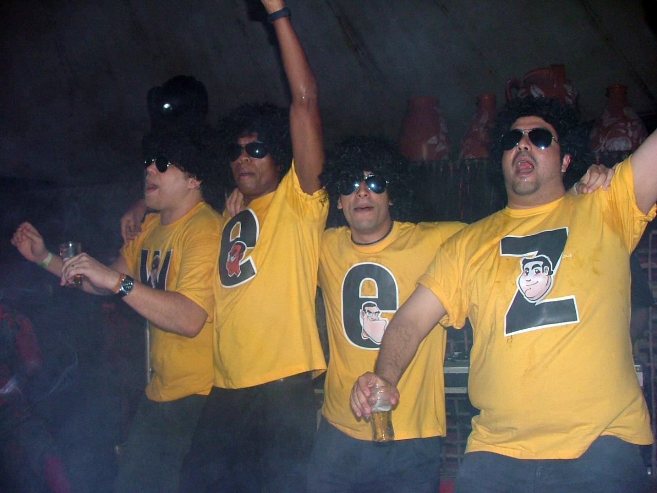 Da esquerda para a direita: Germano Bona, Anderson Almeida, Saint Clair Lôbo e Patrício Muñoz. Uma prova de que a cerveja veio antes das mídias sociais. Vamos valorizar as amizades!
