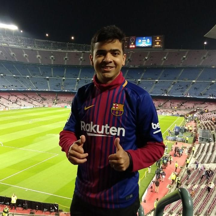 Kalebe Dionísio realiza sonho de assistir um jogo do Barcelona na Europa.